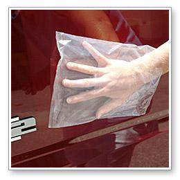 Проверка поверхности кузова перед применение глины для очистки кузова авто