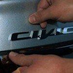 Как правильно снять и ровно приклеить эмблему автомобиля?