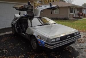 Реплика DeLorean машины времени