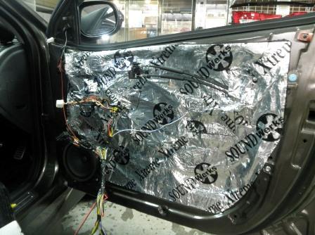 Шумоизоляция автомобиля своими руками - инструкция, обзор материалов и видео-урок