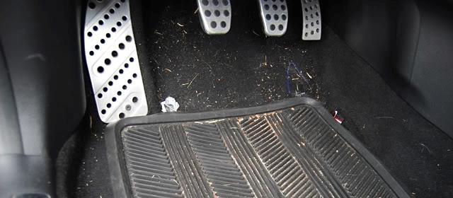 Как пылесосить салон автомобиля